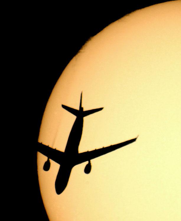 Самолеты на фоне луны и солнца от Sebastien Lebrigand