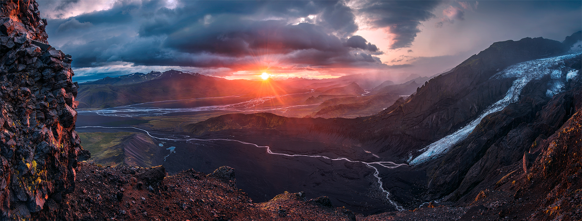 ©Max Rive<br /> &nbsp;<br /> <a href=http://naked-science.ru/sites/default/files/images/An-ancient-tree-sentinel-praying-to-the-gods.jpg><img alt=