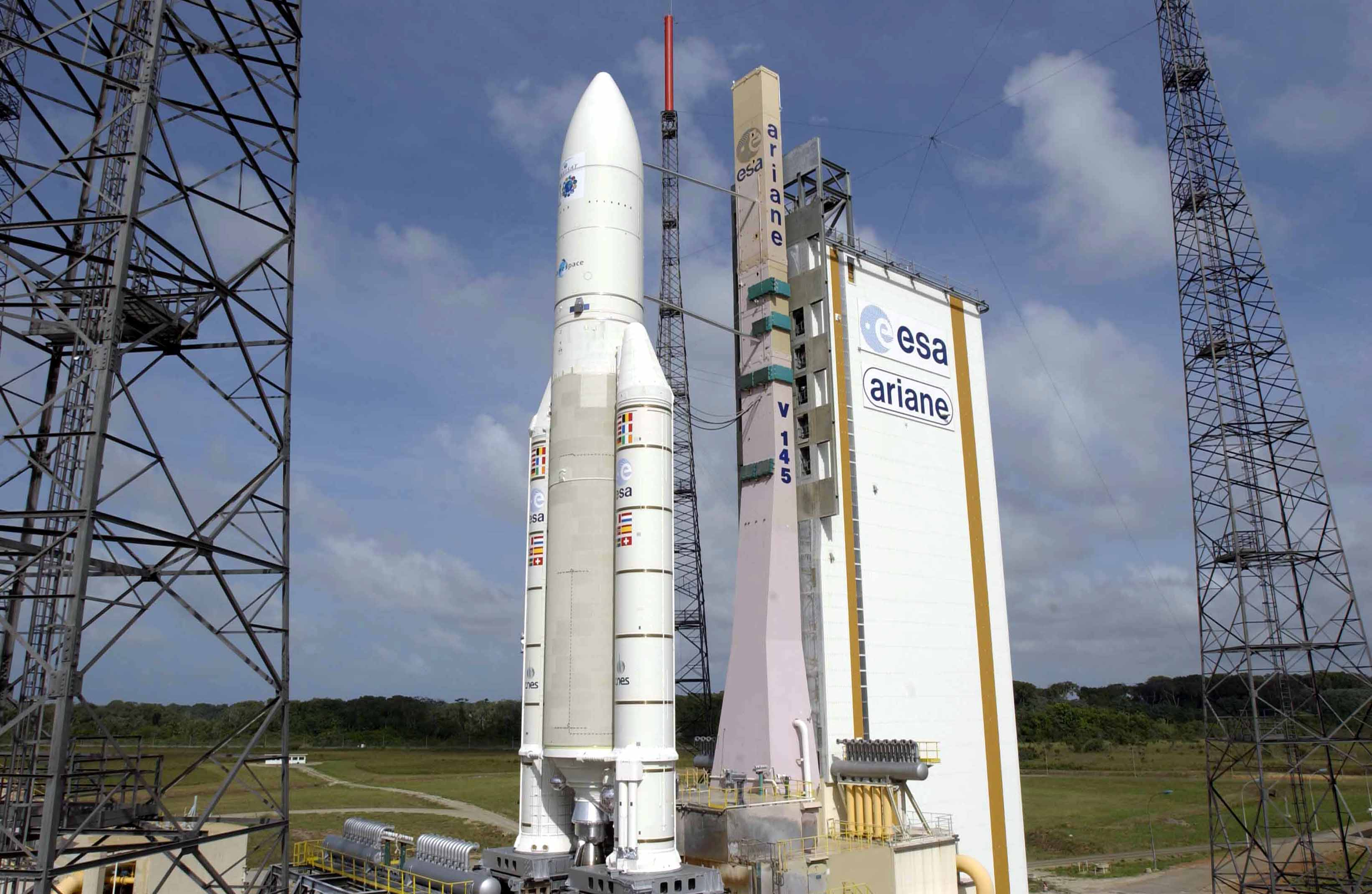ariane_5_with_envisat_on_the_launch_pad