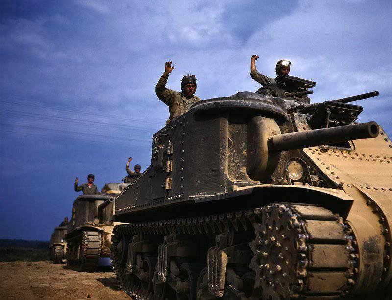 Американский танк «М3 средний». По ленд-лизу СССР получил 1386 из них. У относительно короткоствольной 76-мм пушки справа был ограниченный сектор обстрела, а 37-мм пушка в верхней башне имела слабую бронепробиваемость. Гладкие, за счет обрезинивания, гусеницы плохо показали себя на гололеде / ©Wikimedia Commons